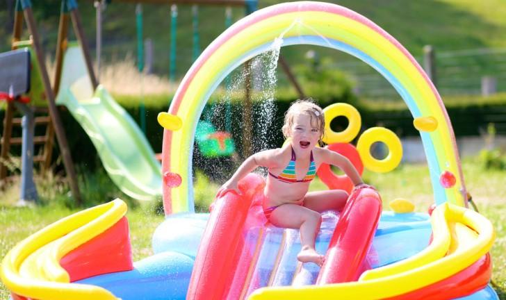 Piscina infantil com escorregador veja 5 modelos para a for Piscina infantil